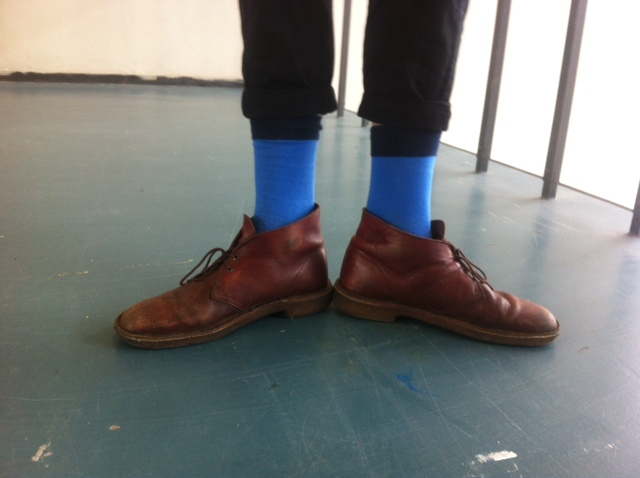 """One-colored socks are also quite popular in school, there are basically two ways of wearing them: 1. Dark colors, """"hiding"""" in between pants and shoes, ..."""