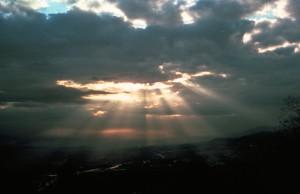 Crepuscular_rays8_-_NOAA