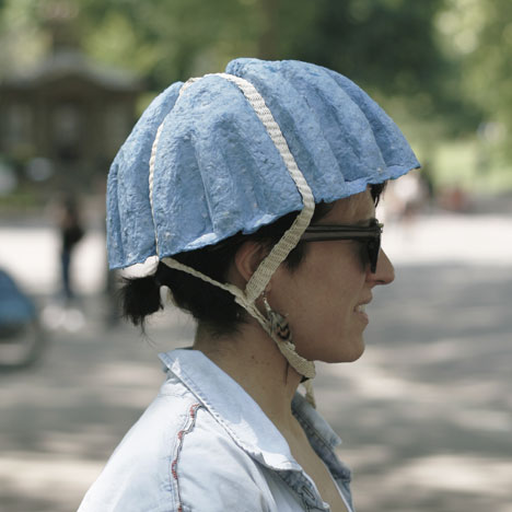 dezeen_Paper-Pulp-Helmet-by-Tom-Gottelier-Bobby-Petersen-and-Ed-Thomas_1